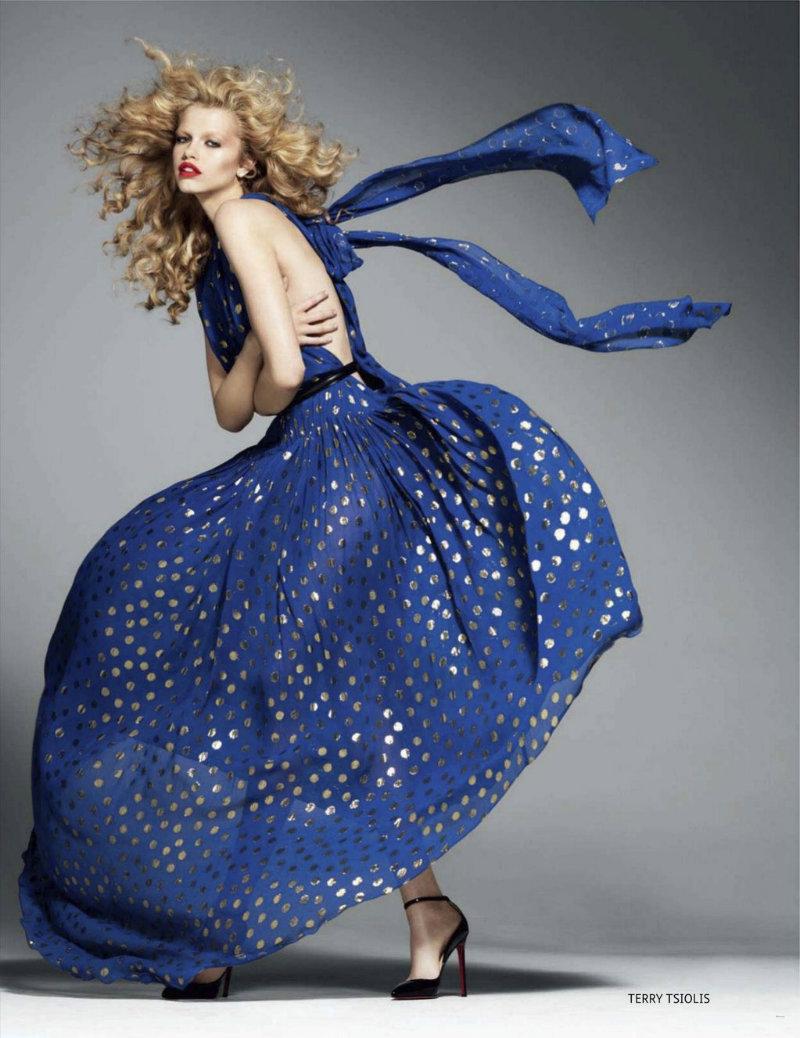 Фото моделей в синем платье